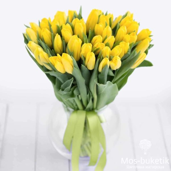 51 тюльпанов в ленте на 8 март