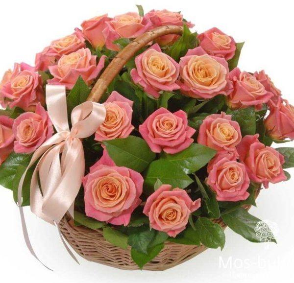 Персиковая роза в корзине