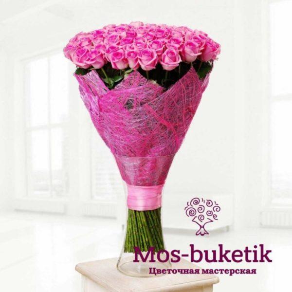 101 розовых роз в ленте с доставкой по Москве недорого!