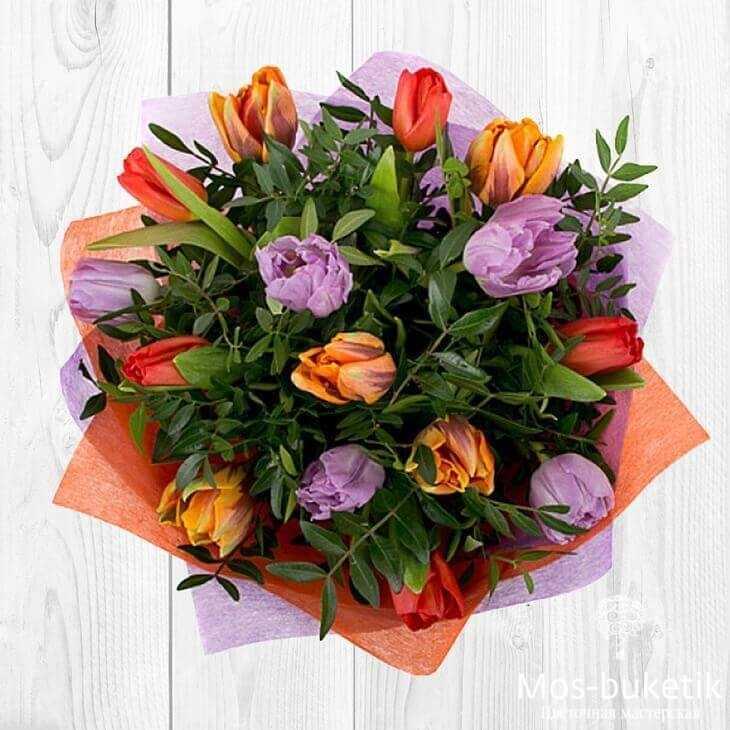 Букет из 15 тюльпанов с зеленью