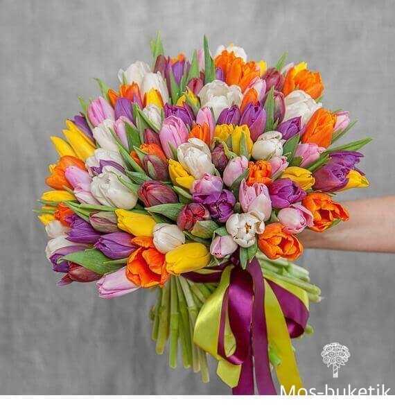 Букет из 51 микс тюльпанов в ленте