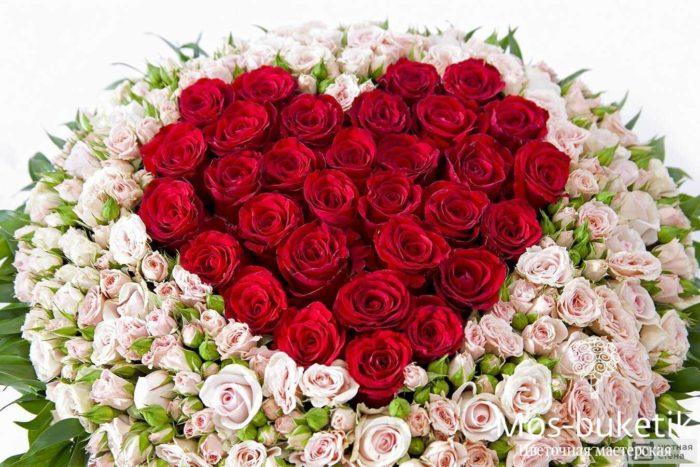 Розы в виде сердца в корзине