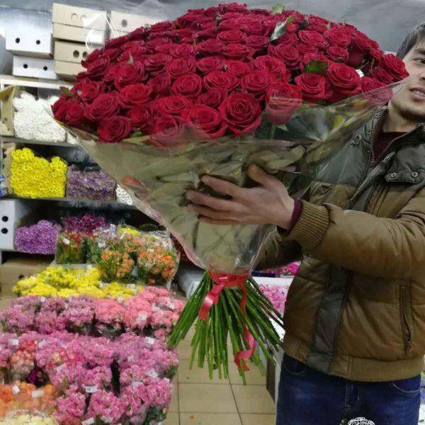 Букет из 101 красной розы 70 см