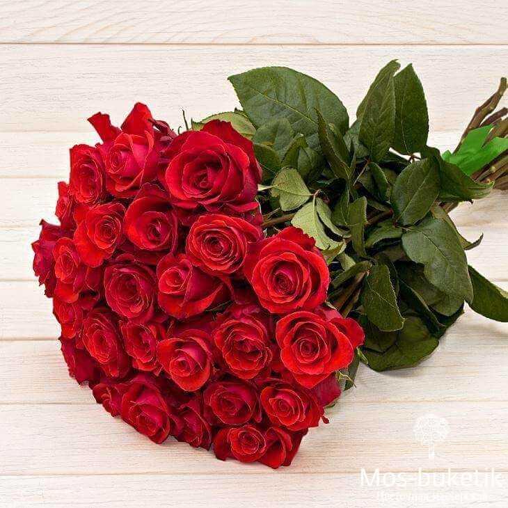 Букет из 25 роз в ленте купить недорого в Москве доставка 0 руб!