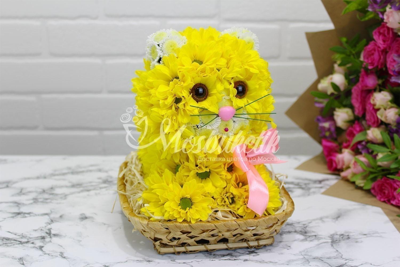 Игрушка из живых цветов в Москве недорого кошка желтая