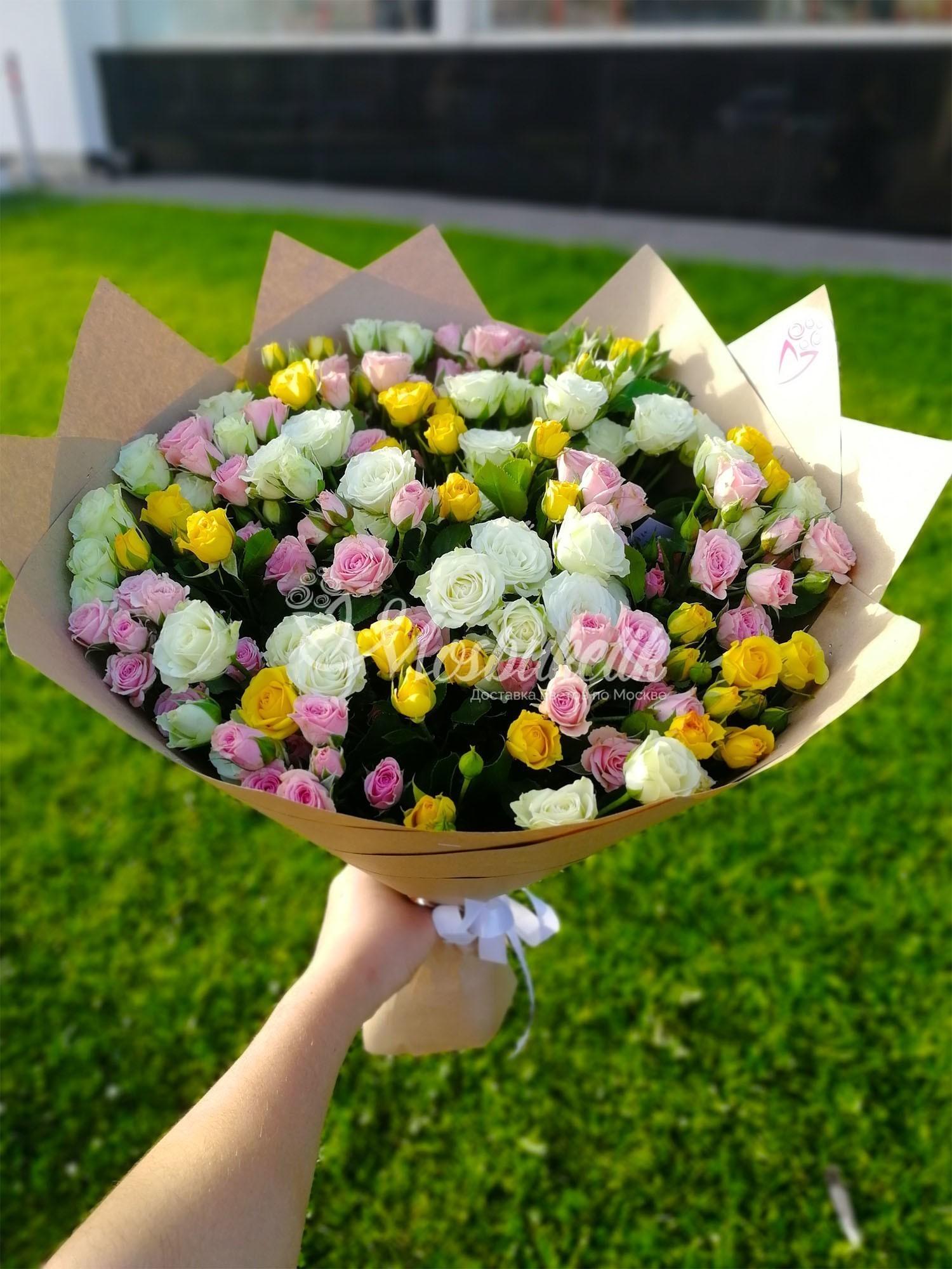 Букет из 29 кустовых роз в Москве