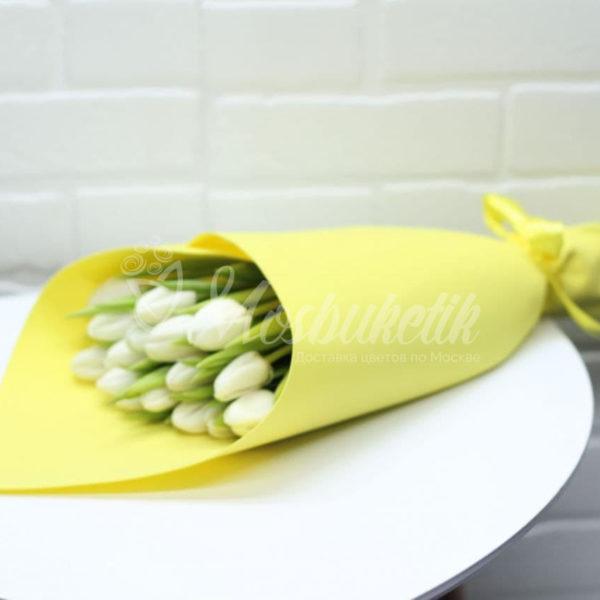 Белые тюльпаны в Москве