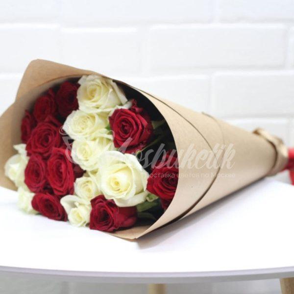 Букет из 19 микс роз в москве