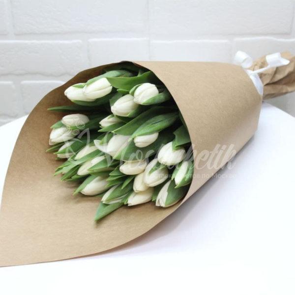Букет из 29 белых тюльпанов