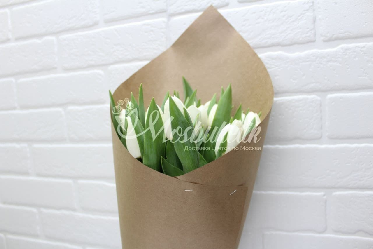 Букет из 21 белых тюльпанов