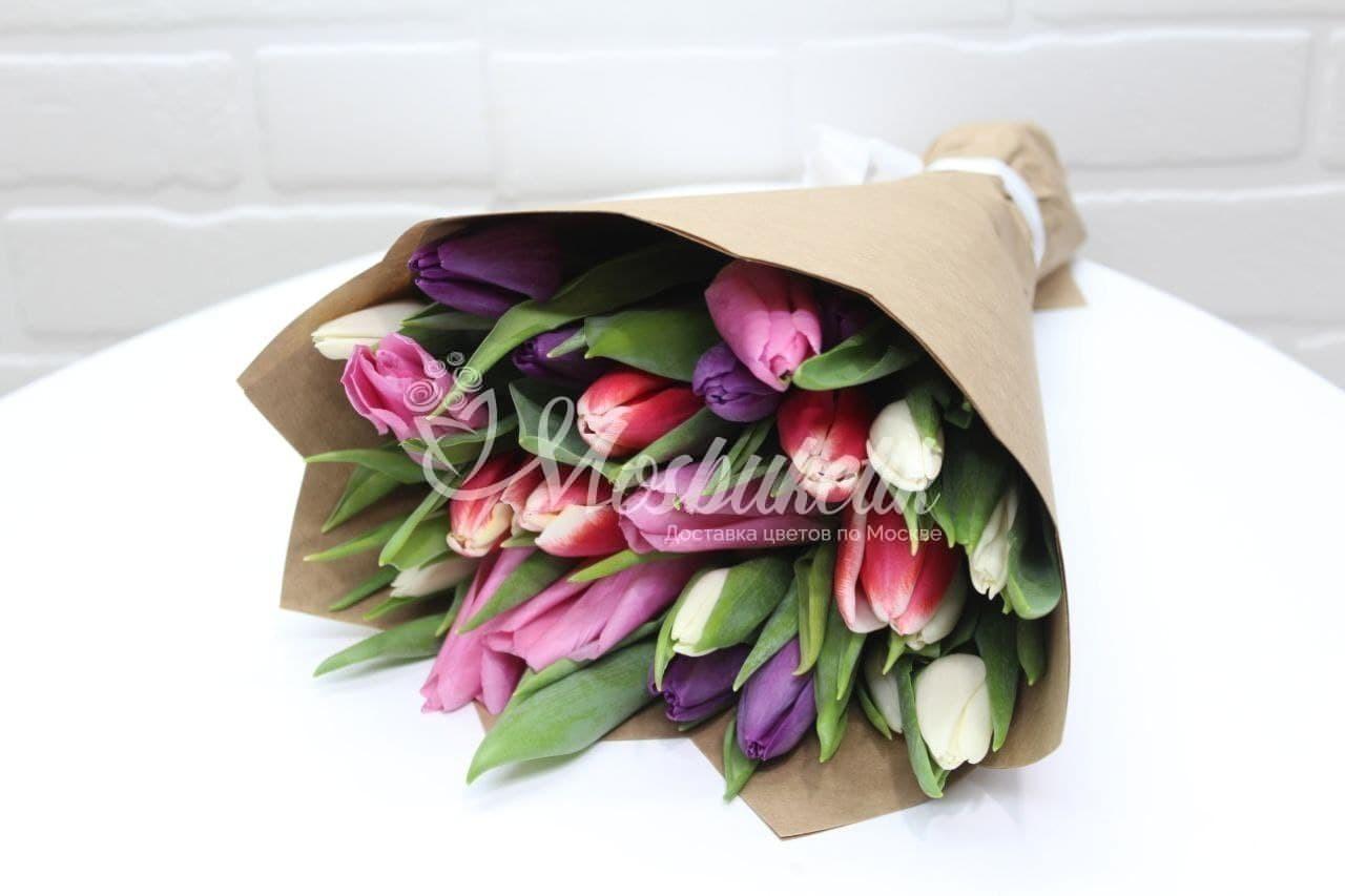 Букет из 25 микс тюльпанов