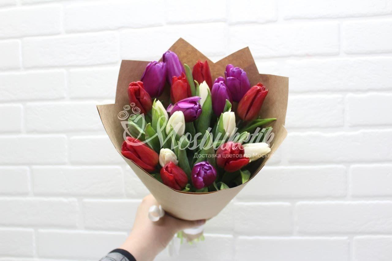 Букет из 19 микс тюльпанов