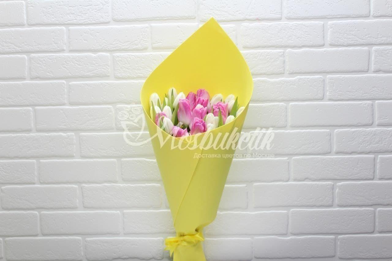 Букет из 25 розово-белых тюльпанов