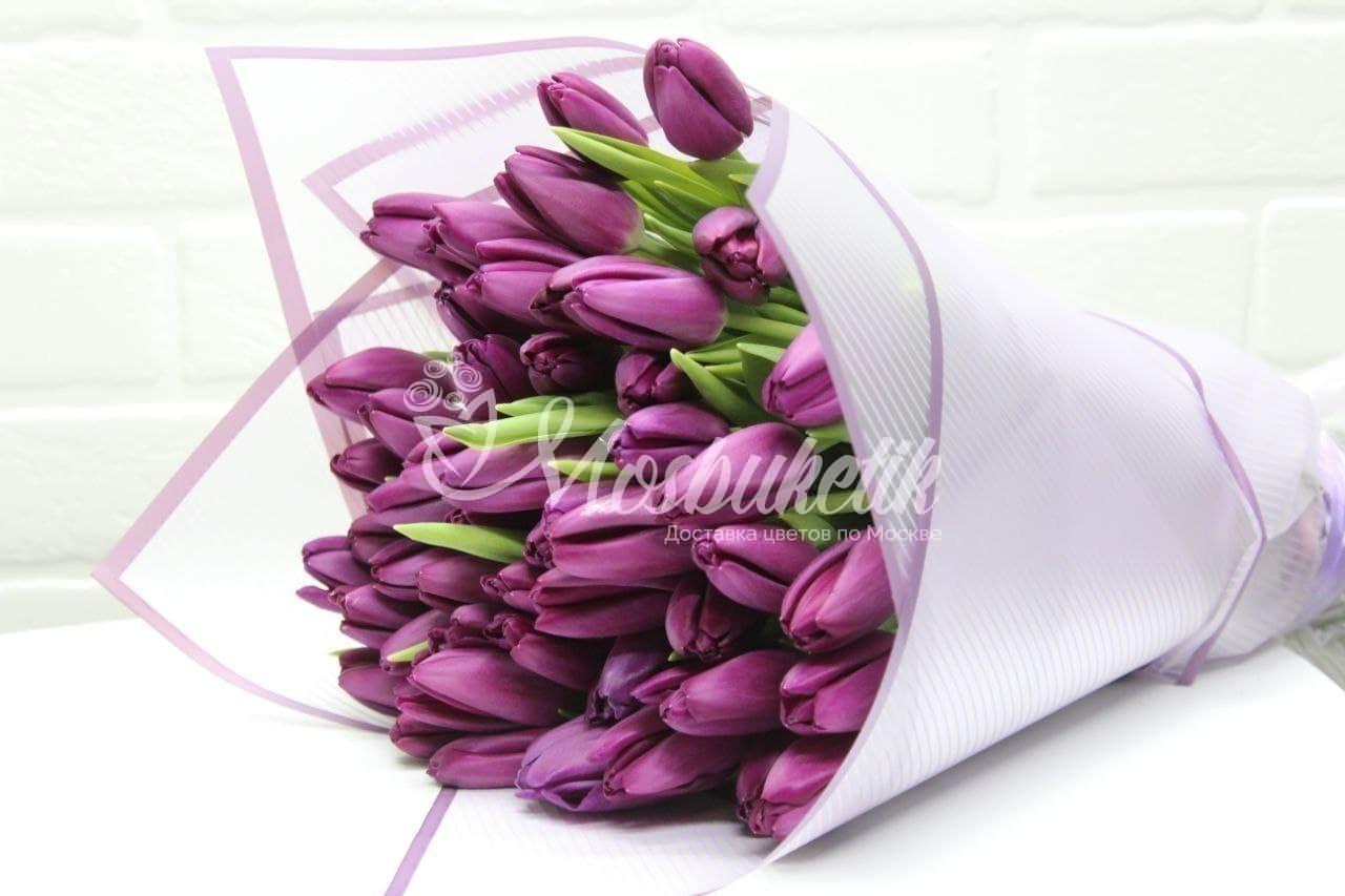 Букет из 51 фиолетовых тюльпанов