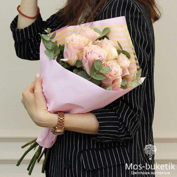 Букет из 7 розовых премиум роз