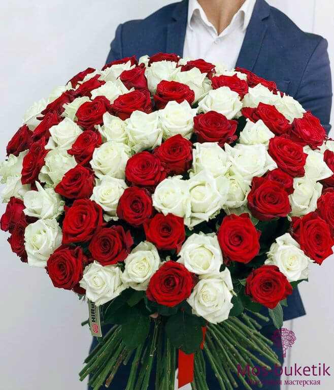Букет из 101 розы недорого микс