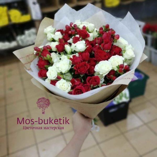Букет из 21 микс кустовых роз