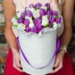 Букет из 35 тюльпанов в шляпной коробке