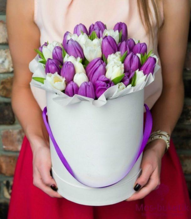 Букет из тюльпанов в шляпной коробке