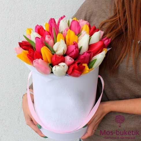 Букет из 45 тюльпанов в шляпной коробке