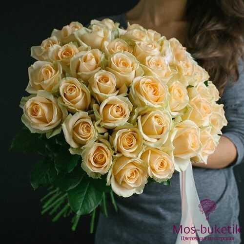 Букет из 51 кремовой розы (50 см)