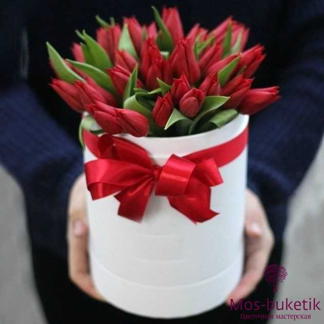 Букет из 51 тюльпанов в шляпной коробке 2