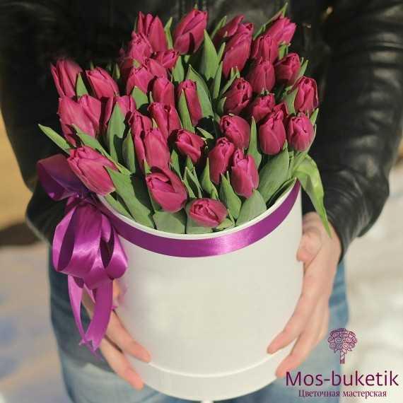 Букет из 51 тюльпанов в шляпной коробке 3