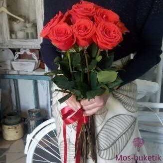 Букет из 9 красных роз (70см)