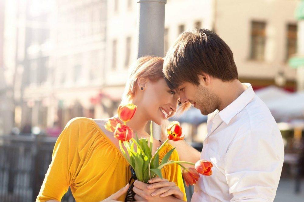 подарить цветы девушке