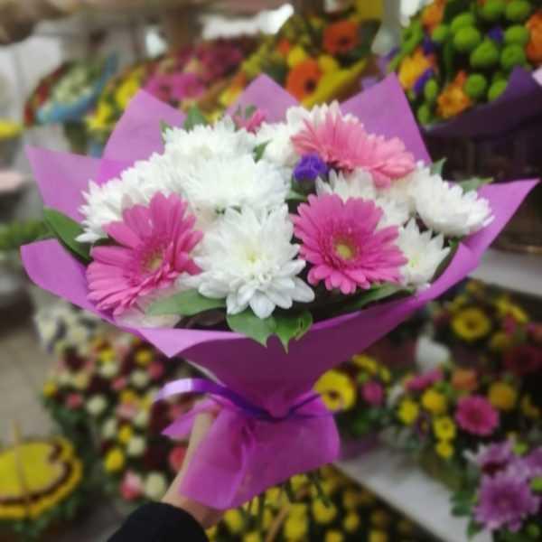 Букет из герберы с хризантемами