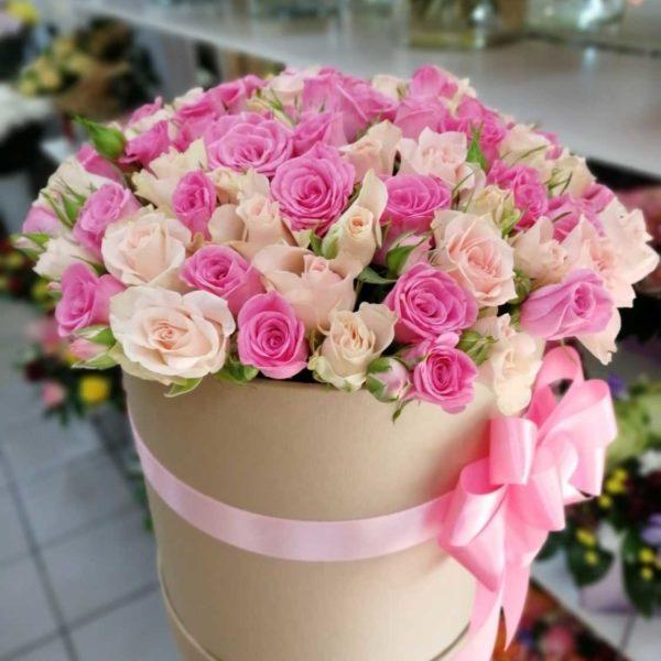 Кустовых роз в коробке