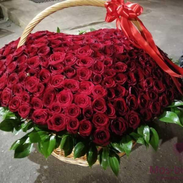 301 розу в корзине