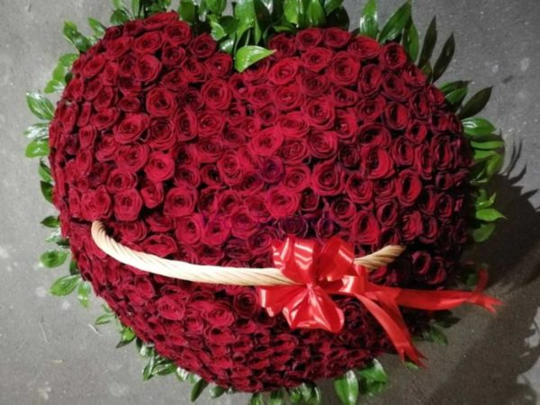 301 роза в корзине недорого