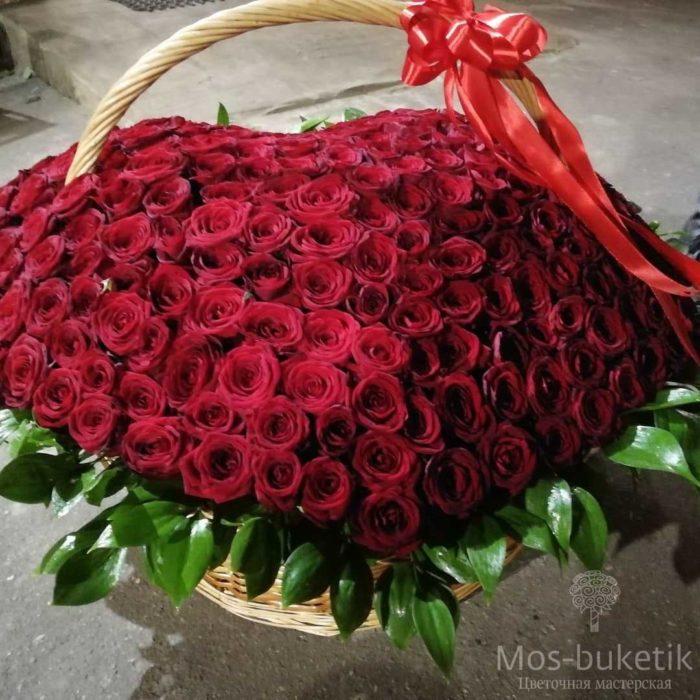 купить 301 роза сердце в корзине