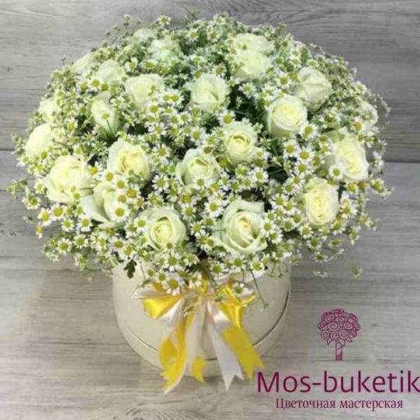 Розы с ромашками в коробке