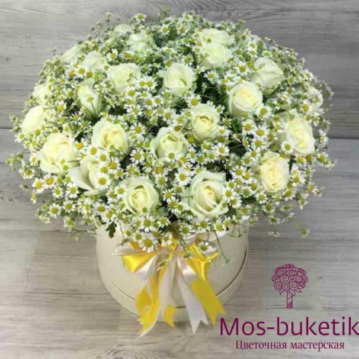 Букет из 19 роз с ромашками